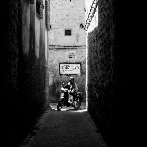 black and white scharwitzel street photo marseille photographe awaesome shadow atmosphere maroc