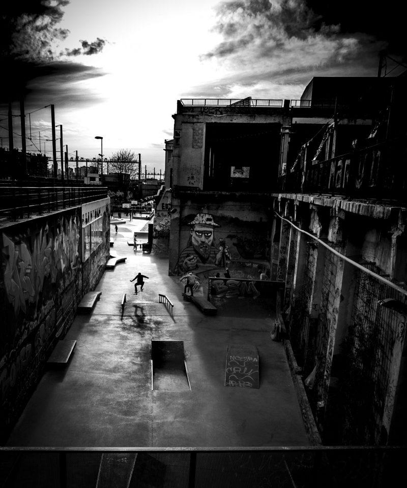 black and white scharwitzel street photo marseille photographe awaesome shadow skate belle de mai