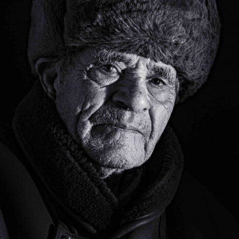 old man with a hat- portrait black white -lee jeffries style